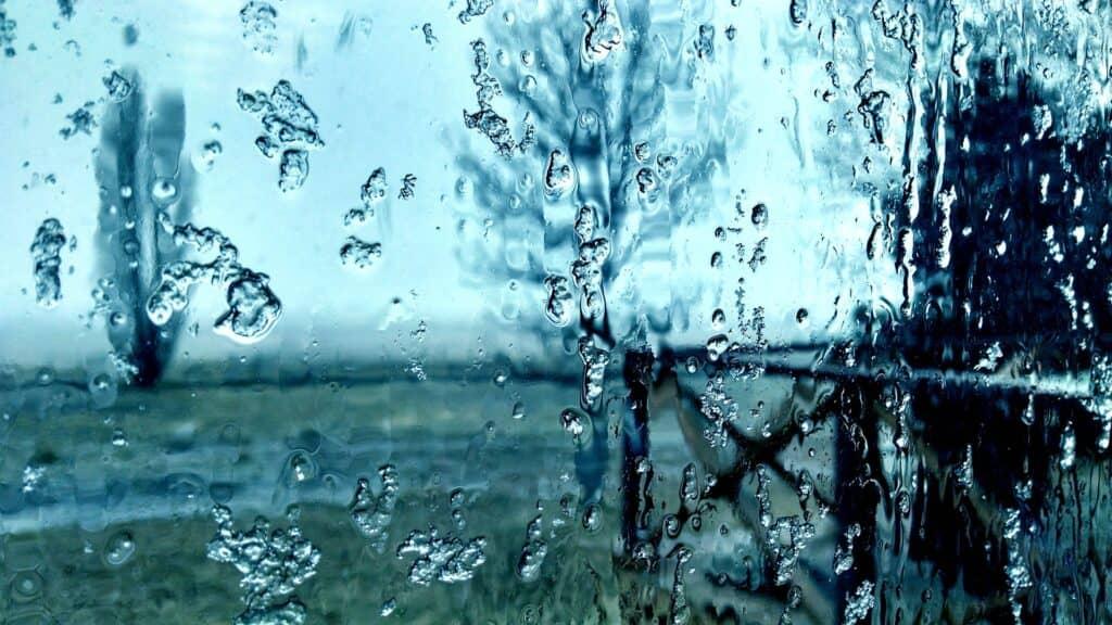 fuktigt fönster